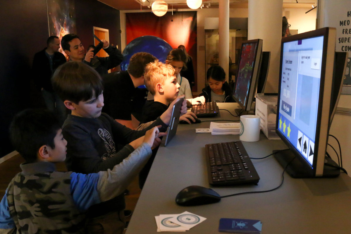 Children playing Quantum Moves by ScienceAtHome